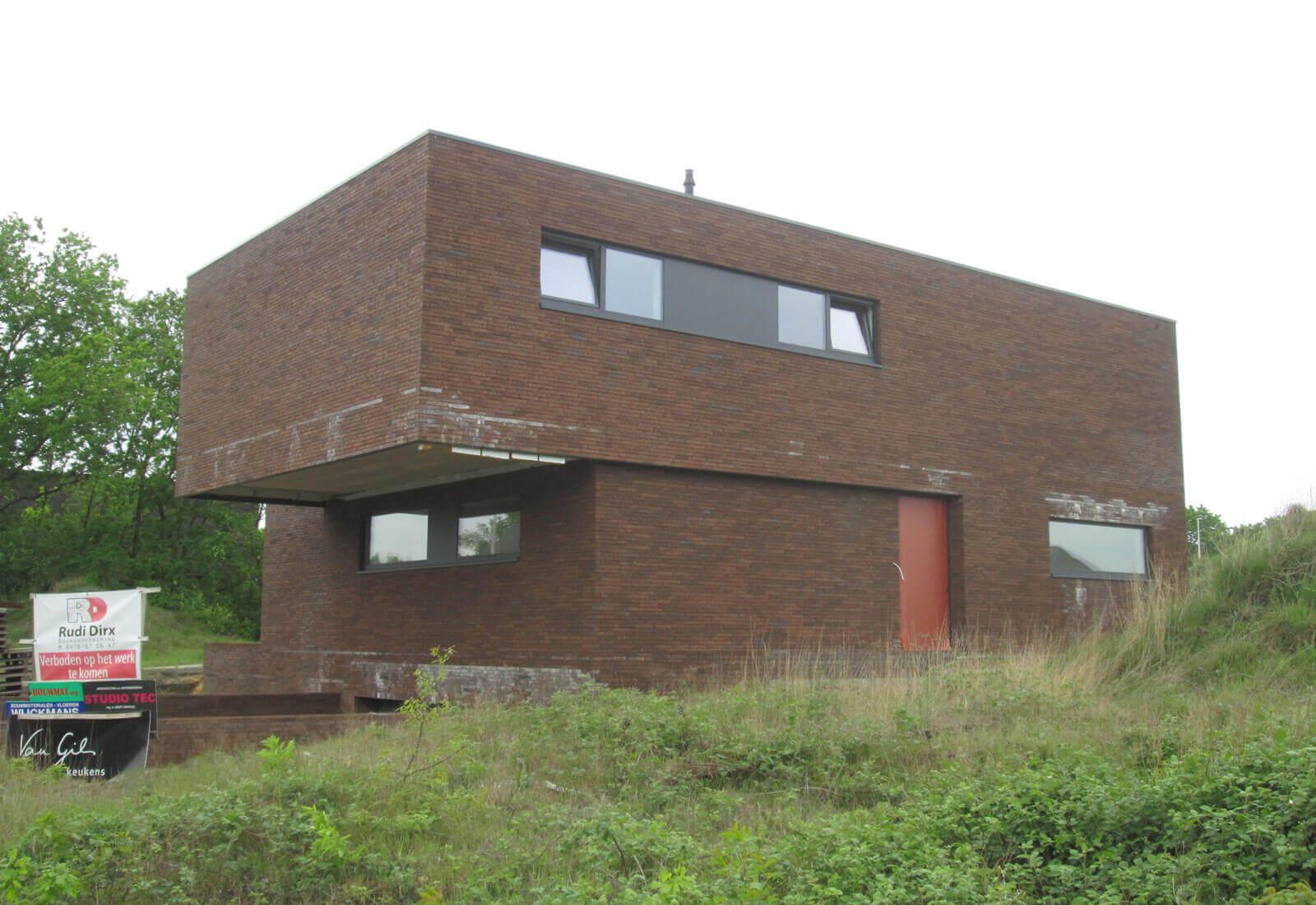 Open ngezinswoning met inpandige garage in kelder studio tec - Zeer moderne woning ...